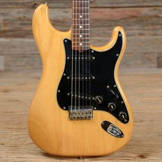 Fender Stratocaster Natural Hard Tail 1982 (s833)