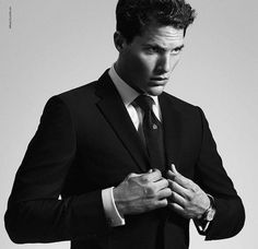 Dunhill presents its new men fragrance Dunhill Custom. Male model Ollie Edwards is the face of these strong and masculine perfume. Gents Fashion, Fashion Mag, Christian Grey, The Fashionisto, Campaign Fashion, Body Poses, New Fragrances, Sharp Dressed Man, Suit And Tie