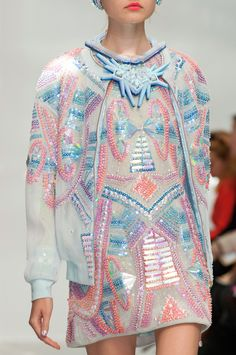 Manish Arora at Paris Fashion Week Spring 2015 - fashion applied beadwork on clothing to reinforce the ideals of conspicuous consumption. Fashion Details, Look Fashion, Fashion Art, High Fashion, Fashion Show, Womens Fashion, Dress Fashion, Fashion Week, Paris Fashion