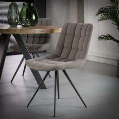 De Eetkamerstoel 'Christoph' Jeans-stof Grijs Kuipstoel is bekleed met een zachte jeans stof. Deze industriële kuipstoel aan de eettafel zorgt voor een stoer, maar tegelijkertijd rustige sfeer. Maak kennis met deze grijze stoffen eetkamerstoel. Barcelona Chair, Furniture Inspiration, Dining Chairs, Lounge, Bedroom, Table, Design, Home Decor, Products