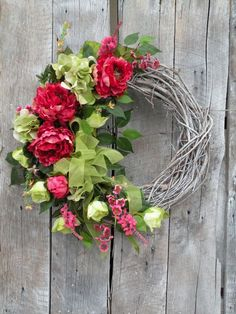 Idea only ✔ Diy Wreath, Grapevine Wreath, Wreath Ideas, Wreaths For Front Door, Door Wreaths, Summer Wreath, Spring Wreaths, Bouquets, Country Wreaths