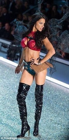 'Don't understand how girls find them inspirational...it's not sexy': Tweeters lash out at 'too thin' Victoria's Secret models as they strut their stuff at annual show in Paris | Daily Mail Online