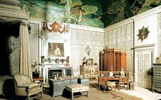 Tiny details in the Queen's Bedroom include a jade duck and a Cartier clock designed in the Chinese style by Lutyens