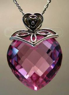 18K gold pink sapphire diamond pendant.... i would like to have this in my jewelry box! wow!!!