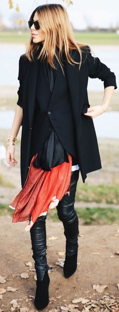 Total Black Whith Touch Of Red Fall Street Style Inspo by MAJA WYH