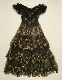 embroidered silk and bobbinet tulle evening gown - british 1856