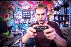 Zero1 é o novo programa sobre jogos e eSports da TV Globo. Com Tiago Leifert no comando e que estreou ontem, dia 22/10/2016, após o Altas Horas, a atração promete trazer as principais notícias do tema e assuntos do momento. http://www.blogpc.net.br/2016/10/Programa-de-TV-com-Tiago-Leifert-abordara-o-universo-dos-games.html #games #TiagoLeifert #RedeGlobo