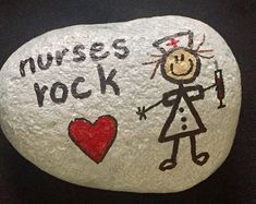Making craft rocks with some DIY easy rock painting ideas can be a really fun activity to do with your kids. The main activity will be rock painting which is fun and easy for DIY Ideas of Painted Rocks with Inspirational Picture and Words - Onechi Rock Painting Patterns, Rock Painting Ideas Easy, Rock Painting Designs, Rock Painting Pictures, Pebble Painting, Pebble Art, Stone Painting, Painting Art, Stone Crafts