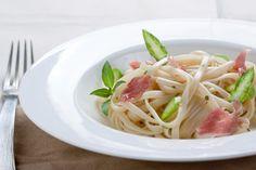 Sommer-Salate: Nudelsalat mit Spargel und Schinken