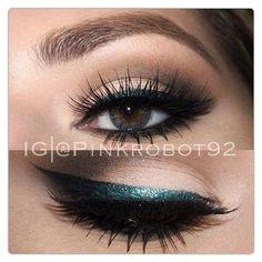 teal eyeliner