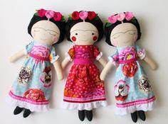 Bambola artigianale di Frida Kahlo. Bambola di pezza per di blita