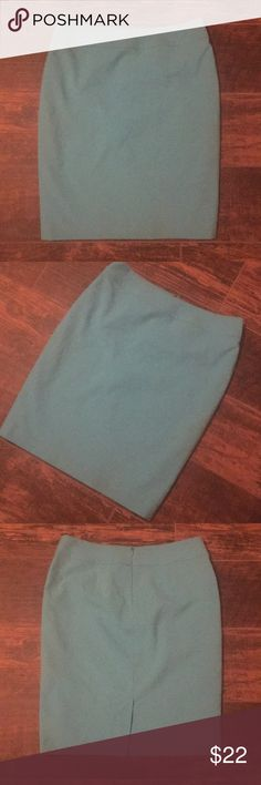 Bright blue Nine West pencil skirt size 8 Bright blue Nine West pencil skirt size 8. The color of the skirt is to die for the pictures aren't showing it's true color. Best way I know how to describe the color is to say think of the movie Frozen. It's like a robins egg blue. This skirt is perfect for all seasons. Nine West Skirts Pencil
