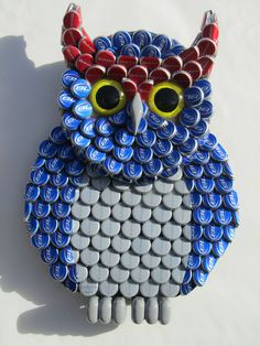 I will make to order this Bud Light owl or any owl with different bottle caps. I use paint to color the bottle caps, wood, and resin. Resin is used to hold caps in place and make them shine. This would make a great gift for an owl lover!  Size: 15h x 11w X 2d     Private message me to discuss details of customization and time frame for completion.    Please allow 3 to 4 weeks for delivery. (Could be less depending on how busy my shop is, feel free to message and ask for a current time frame)…