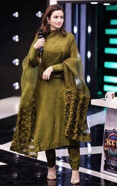 Untitled Pakistani Fashion Party Wear, Pakistani Outfits, Indian Outfits, Simple Pakistani Dresses, Pakistani Dress Design, Salwar Suits Simple, Stylish Dress Designs, Stylish Dresses, Fashion Dresses