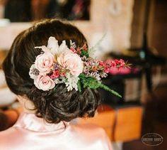 #flaviayukiehairstylist #luazevedo #atendimentovip #hairstyle #hairstylist #casamento #penteadodenoiva #noivaclassica #casamentonocampo #bride #bridal #monteverde #makingof #pousoalegre #suldeminas #floresnaturaisnocabelo