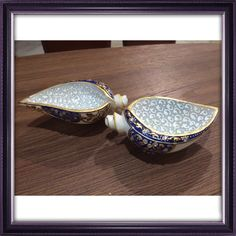 Shell shaped marble bowl that can be used for serving dry fruits as well as a decorative art piece.