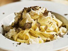 Pasta mit Trüffeln ist ein Rezept mit frischen Zutaten aus der Kategorie Nudeln. Probieren Sie dieses und weitere Rezepte von EAT SMARTER!