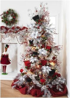I love the top hats on this Christmas tree, makes it really look old world.