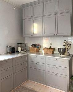 """@kvarteret_kopmannen on Instagram: """"Köket börjar bli klart 🙏 Fattas golvsockel runt stommar. De är så låga så vi måste specialfräsa några som passar. Det saknas silikon runt…"""" Ikea Cabinets, Kitchen Cabinets, Instagram, Home Decor, Ikea Cupboards, Decoration Home, Room Decor, Cabinets, Home Interior Design"""
