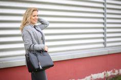 All in grey with my favortite handbag #beliya grace  #autumtrend #handbag #upcylingbag #charitybag #fashionlovers #greenposh