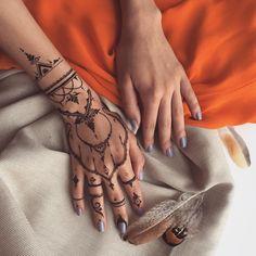 One of my last year's #henna designs #Veronicalilu