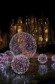 Cool 60 Awesome Christmas Lights Outdoor Ideas https://lovelyving.com/2017/10/22/60-awesome-christmas-lights-outdoor-ideas/