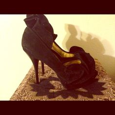 Size 9 Black suede pump Worn once excellent condition Shoes Heels
