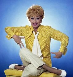 I love Lucy :) makes me think of hannah I Love Lucy, Divas, Lucy And Ricky, Lucy Lucy, Lucille Ball Desi Arnaz, Cinema, Celebration Quotes, Stay Young, Messages