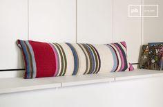 Groot kussen voor op de bank of op bed. Dit kussen maakt je woning nog gezelliger! Combineer meerdere kussens voor een knus resultaat.