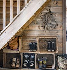 I denne ferdighytta er nesten alt gjenbruk Cabin Interiors, Living Area, Wine Rack, Cottage, Nest, Baby 2017, House, Inspiration, Furniture