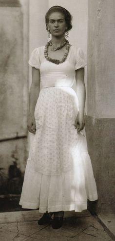Frida Kahlo, 1929 Photo by Guillermo Davila