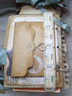 Mini album make with bracket paper. Mini Albums Scrapbook, Scrapbook Paper Crafts, Scrapbook Pages, Scrapbook Photos, Travel Scrapbook, Smash Book, Scrapbooking Technique, Journal Inspiration, Travel Album