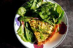 Paleoliittinen savulohi-parsapiiras | Paleokeittiö Avocado Toast, Vegetable Pizza, Good Food, Paleo, Cooking Recipes, Nutrition, Vegetables, Breakfast, Morning Coffee