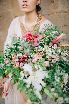 Oversized bridal bouquet   WarmPhotos   Pearl & Godiva Styling Pilgrimage