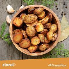 #DicasdeCasa: Para que as batatas assadas no forno saiam sempre perfeitas, experimente cozer durante 5 minutos antes de as colocar a assar.
