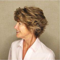 25 stili di capelli corti per over 50 da non perdere! - Idee Geniali Capelli 35f6cbf00ffb