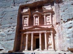 """""""Una città rossa come una rosa vecchia come il tempo"""" (cit. it.visitjordan.com) #NomadiModerni #Petra #Giordania @Visit Jordan"""