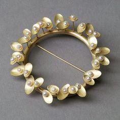 Kayo Saito - Sprout Brooch - 18ct gold, freshwater pearls