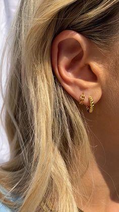 Ear Jewelry, Cute Jewelry, Gold Jewelry, Jewellery, Double Ear Piercings, Ear Piercings Helix, Cute Earrings, Gold Earrings, Delicate Jewelry