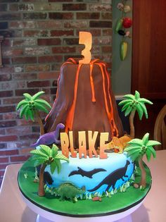 cool cake for a dinosaur cake too