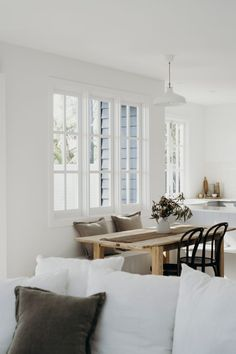 10 Nice Tips AND Tricks: Minimalist Decor Scandinavian Spaces minimalist bedroom art apartment therapy.Warm Minimalist Home Minimalism minimalist bedroom wall bedside tables.Bohemian Minimalist Home Boho Chic. Interior Design Minimalist, Minimalist Bedroom, Minimalist Decor, Minimalist Kitchen, Minimalist Living, Style At Home, Country Look, Living Room Decor, Living Spaces