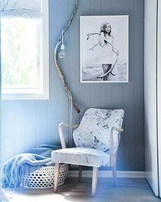 Bedroom  Stolen jeg har trekt i eget fotografi stoff flytter litt rundt med jevne mellomrom..i høst sto den på soverommet vårt