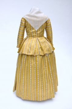 Ensemble in yellow silk Creation date: ca. 1790 Materials: silk and cotton Techniques: embroidered apron and fichu