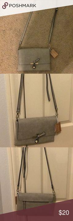 Francescas Collections cross body clutch NTW Grey cross body clutch! Francesca's Collections Bags Crossbody Bags