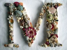 M by Robyne Melia is Bobby La, con conchas Seashell Art, Seashell Crafts, Beach Crafts, Diy Crafts, Bayeux Tapestry, Crazy Patchwork, Letters And Numbers, Mosaic Art, Sea Shells