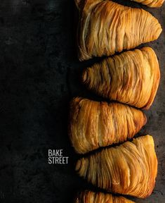 Sfogliatella Riccia, traditional Campari sweet made with a Neapolitan puff pastry filled with a mixture of semolina, ricotta and candied orange. Sfogliatella Recipe, Baking Recipes, Dessert Recipes, Desserts, Different Types Of Bread, Biscuits, Bread Bun, Snacks Für Party, Sweet Bread