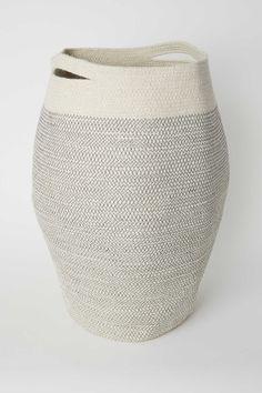 Vasketøjskurv i jute - Lysebrun - Home All Jute, H & M Home, H&m Gifts, White Houses, Rustic Wood, Modern Rustic, Laundry Room, Laundry Baskets, Storage Baskets