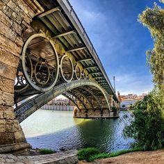 Puente de #Triana #Sevilla By disfrutasevilla
