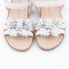 980c0be1 Sandalias de Niña Flores Blanco - Footwear - Girl - Conguitos Moda  Infantil, Sandalias,