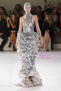 Alexander McQueen Parigi - Spring Summer 2012 Ready-To-Wear - Shows - Vogue. Couture Mode, Couture Fashion, Runway Fashion, Fashion Show, Fashion Design, Fish Fashion, Women's Fashion, Fashion Week Paris, Big Dresses